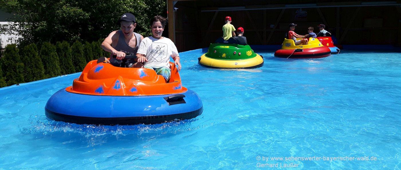 Freizeitangebote für Familien mit Kinder im Glasparadies Joska Bodenmais mit Bumper Bootfahren