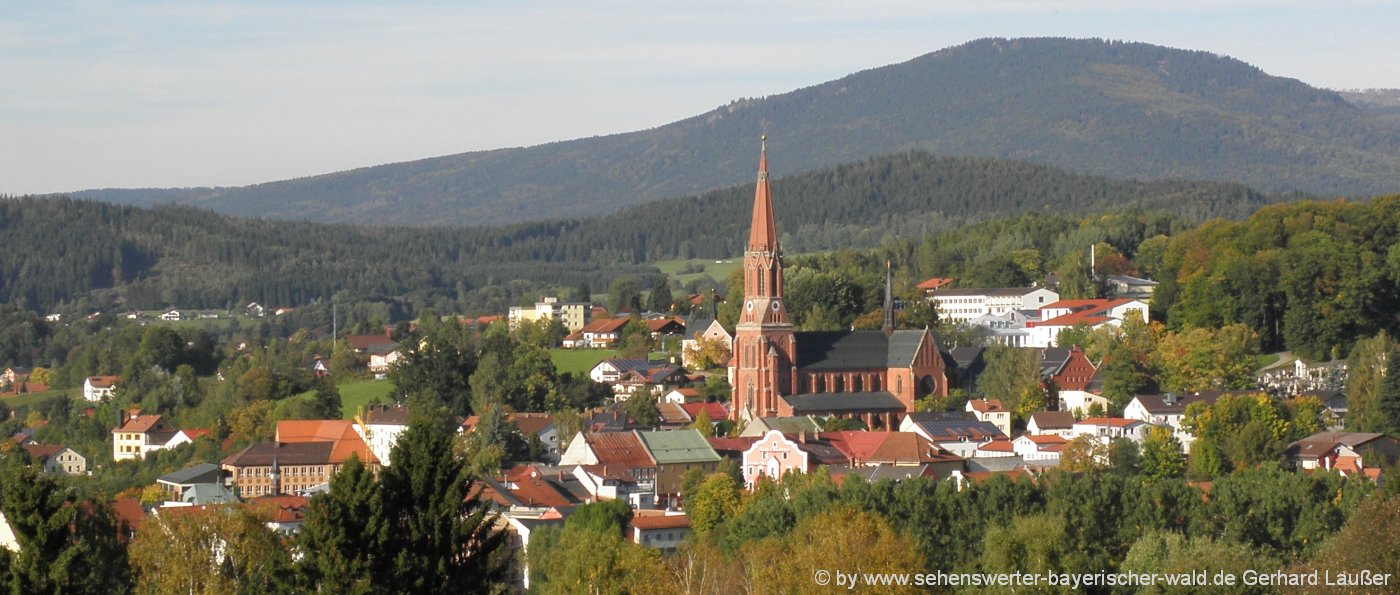 zwiesel-sehenswürdigkeiten-bayerischer-wald-stadt-kirchturm-landschaft